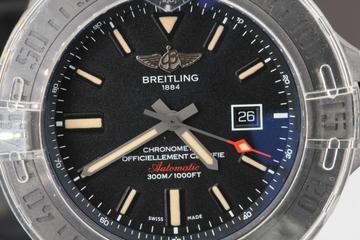 Breitling Avenger Blackbird V1731010 BD12 Ziffernblatt Lünette und Datumanzeige
